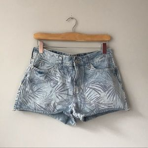 Levi's tropical blue ripped shorts